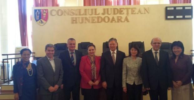 Ambasadorul Chinei E.S. Xu Feihong în vizită de lucru la Hunedoara
